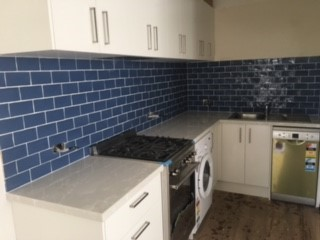 Blue_kitchen_splashback_tiling