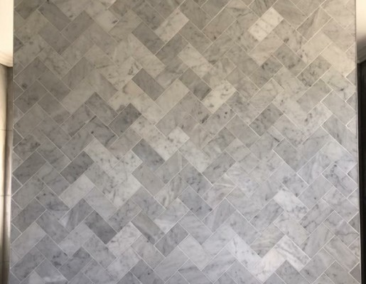 herringbone_feature_wall_in_marble_tiles